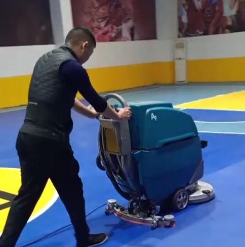 篮球馆保洁方案,篮球馆地面清洁,球馆洗地机器