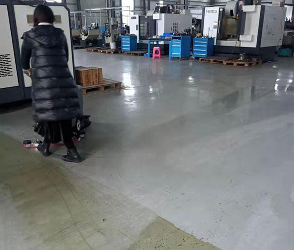 密封圈生产车间选用GM50B自动洗地机
