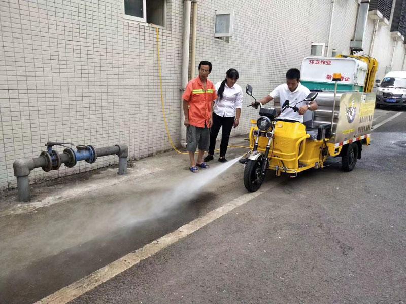 多功能高压冲洗车在乡镇旅游景点保洁作业