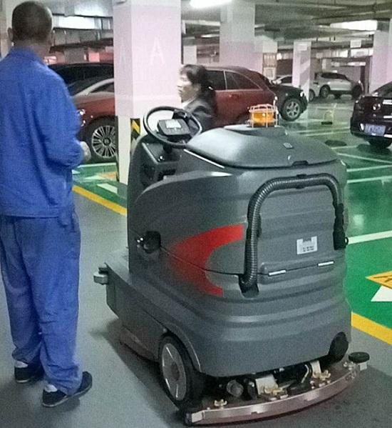 GM110BT85驾驶式洗地机,座驾式洗地机,驾驶式洗地机价格,大型驾驶式洗地车