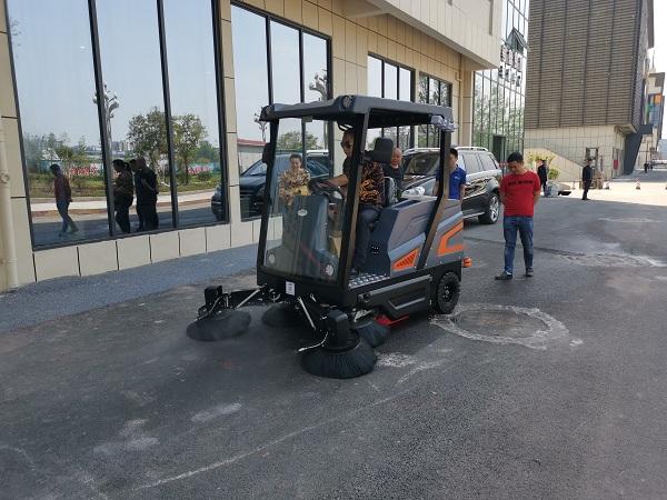 长淮行者S2000驾驶式扫地机