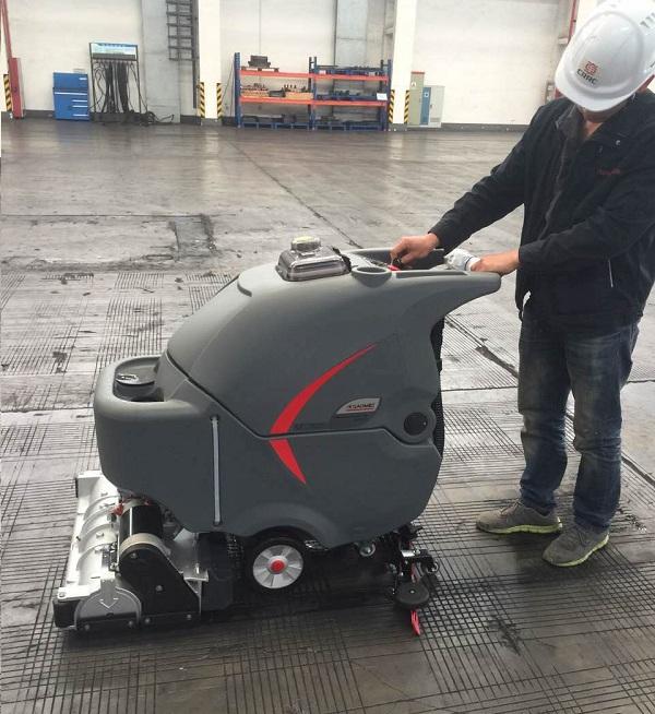 水泥地清洗,滾刷式洗地機,洗掃一體機,車間洗地掃地機