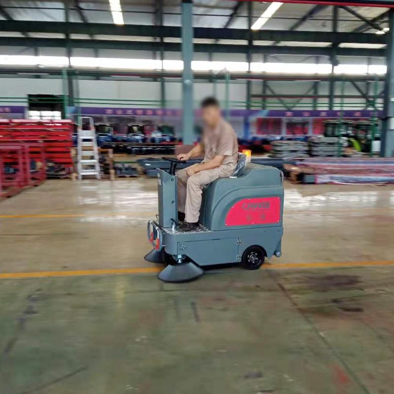 电动扫地车在武汉机械工厂投入使用