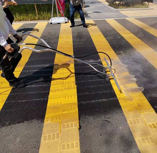 军运会运动场地道路清洁使用电动高压冲洗车