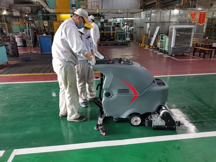 vwin德赢国际洗扫一体机用于武汉汽车生产车间的保洁案例
