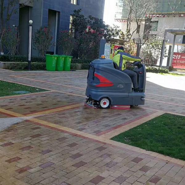 黄石大型座驾式洗地车入驻高品质小区