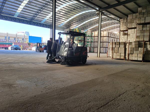 大型工厂仓库使用电动清扫车案例