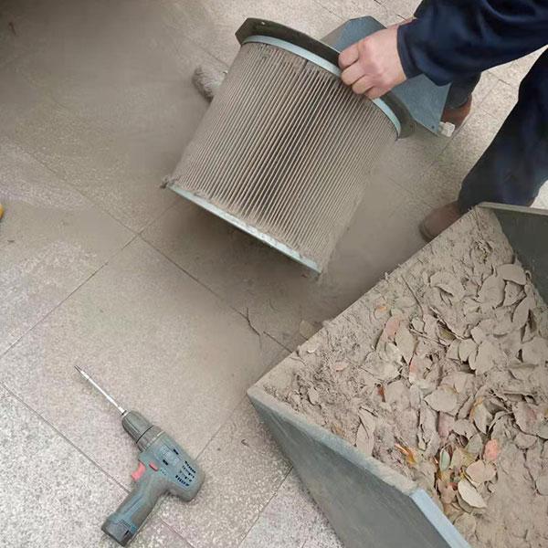 清理驾驶式扫地机滤芯